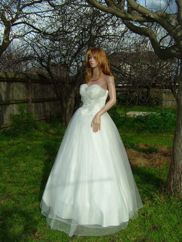 Vintage style deb dress wedding dress couture in for Wedding dresses under 3000 melbourne